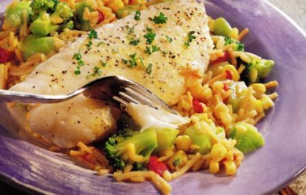 Как вкусно запечь рыбу в духовке с овощами