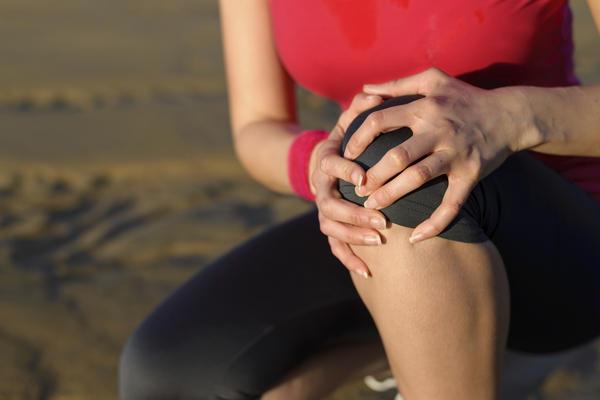 Тянет ногу под коленом сзади причины и лечение