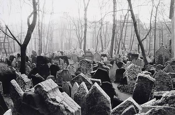 пражское кладбище умберто эко автор