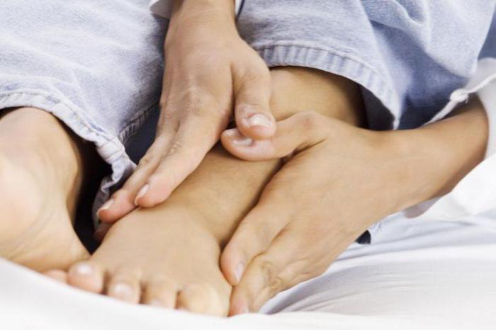 причины боли в стопе при ходьбе снизу посередине