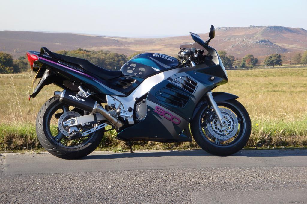 Suzuki RF 900: технические характеристики, достоинства и недостатки