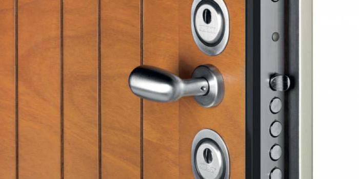 Врезка замка в металлическую дверь