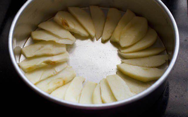 яблочный бисквитный пирог рецепт с фото пошагово в духовке