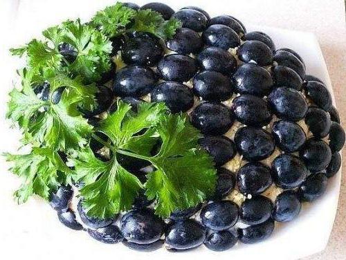 салат из винограда и копченой курицы и пекинской капусты рецепт с фото