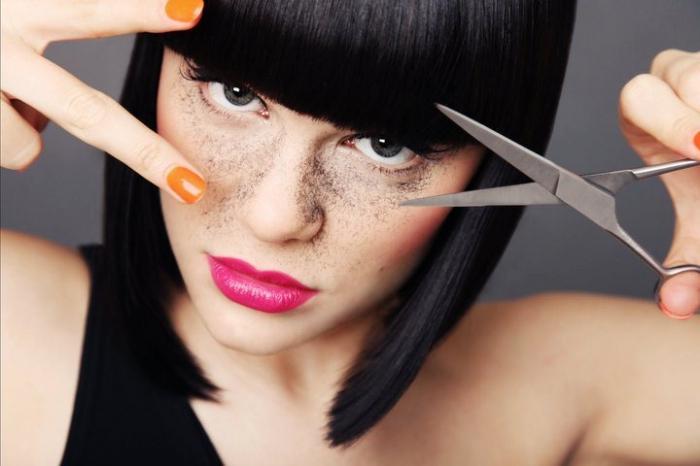 Вот, например, к чему снится подстригать волосы мужчине или женщине, или стричься во сне самому?