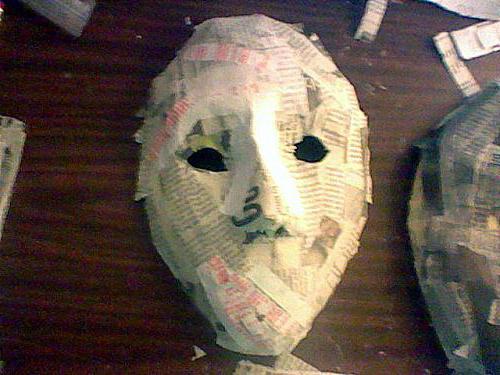 как сделать страшную маску своими руками из картона