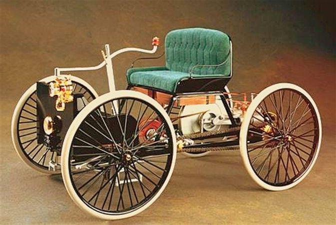 Одна из первых машин