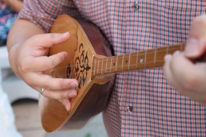 Домбра музыкальный инструмент фото