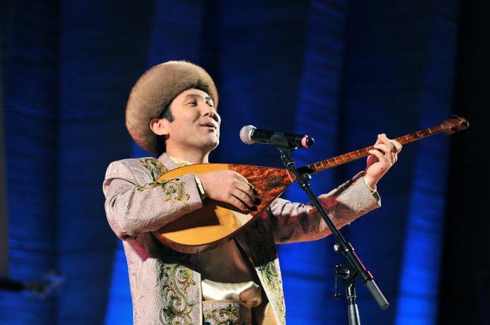Казахский музыкальный инструмент домбра