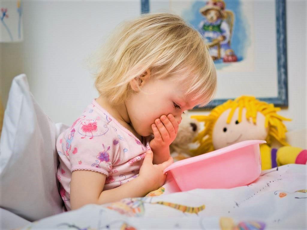 Рвота и боль в животе у ребенка: с температурой, поносом и