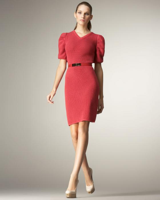 платье с рукавом фонариком