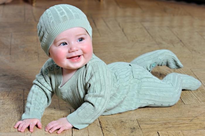 вяжем комбинезон для новорожденного