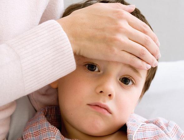У ребенка высокая температура болит шея