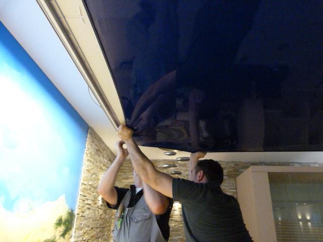 как самому снять натяжной потолок