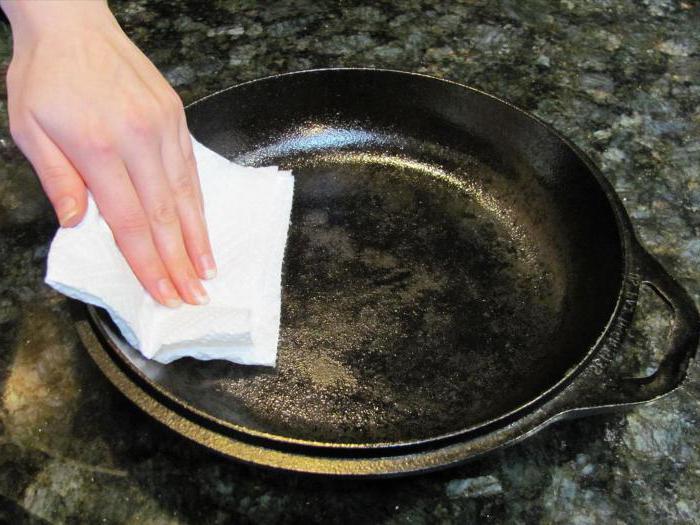 ржавеет чугунная сковорода причины