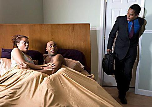 Муж занимается сексом со служанкой и приходит жена