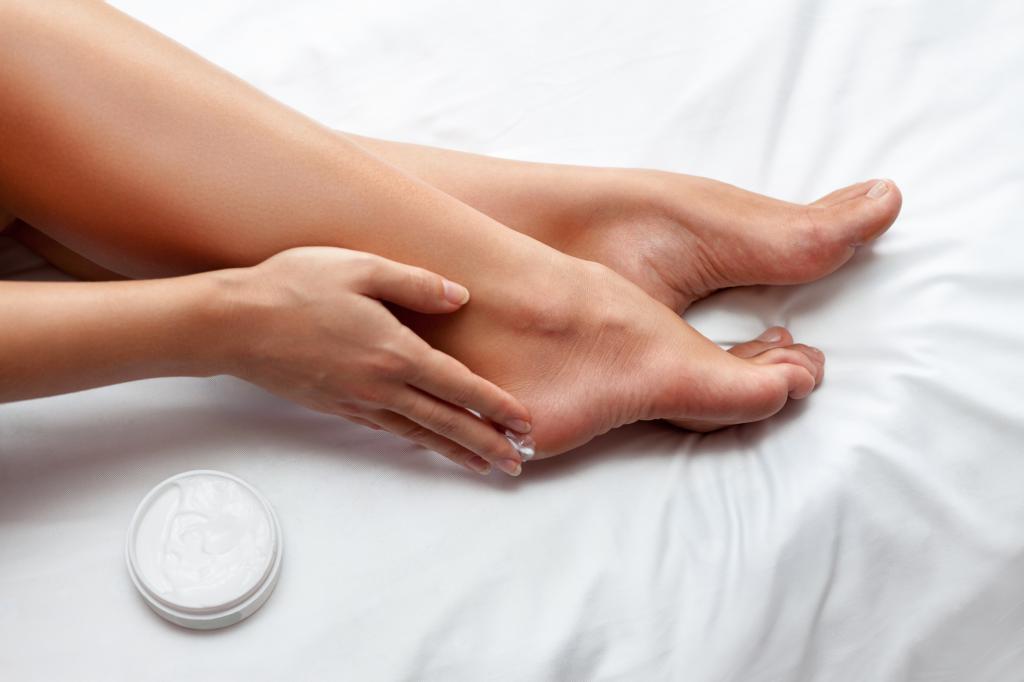 Смягчающий крем для ног: обзор, инструкция по применению и отзывы