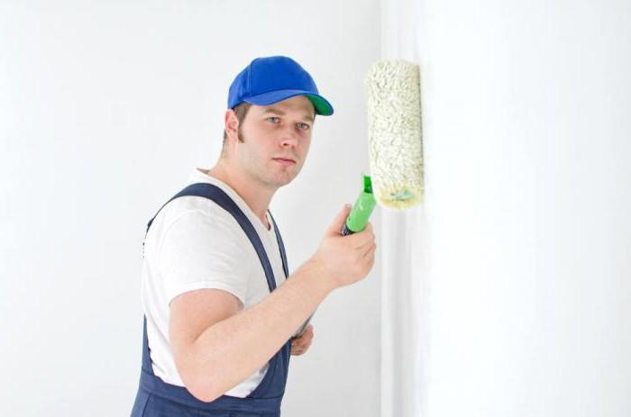 Надо ли перед поклейкой обоев грунтовать стены