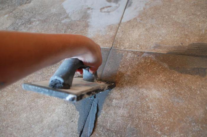 как затереть плитку в ванной на полу