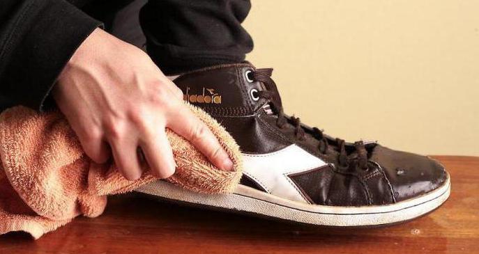 чем можно отбелить подошву кроссовок