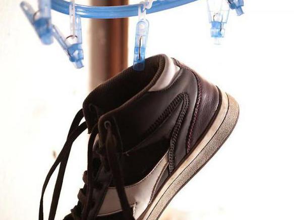 пожелтела подошва на белых кроссовках как отбелить