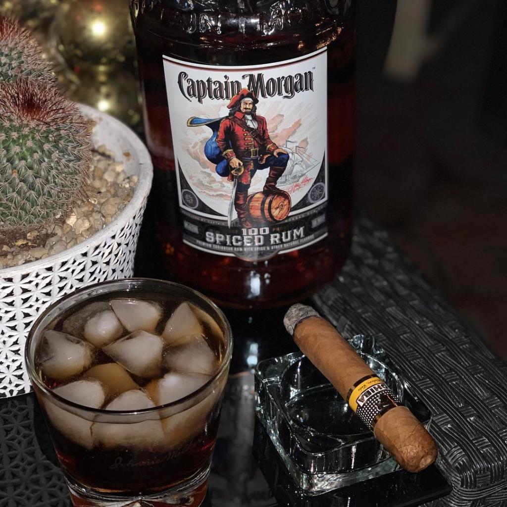 """Как и с чем пьют ром """"Капитан Морган"""" белый: правила употребления спиртных напитков"""
