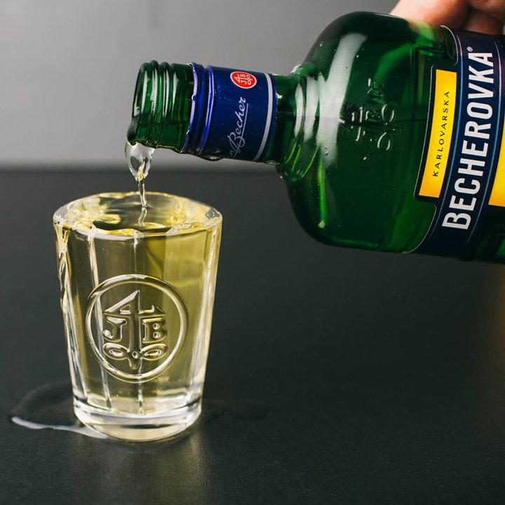 ликер бехеровка лемонд как пить
