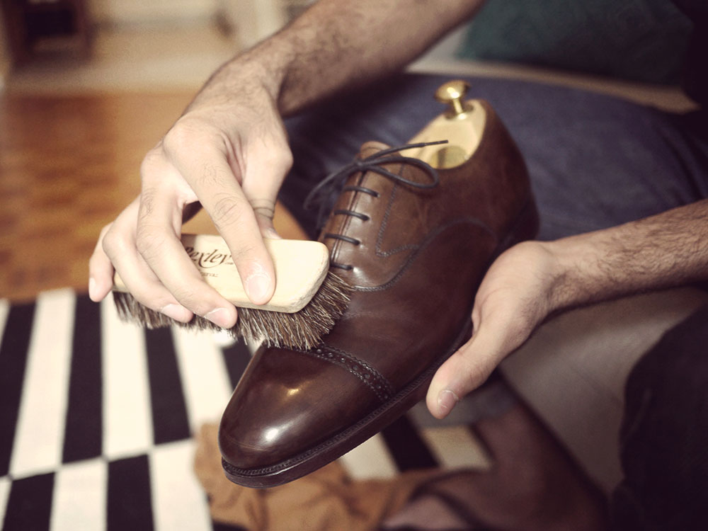 how to stretch leather shoes to size