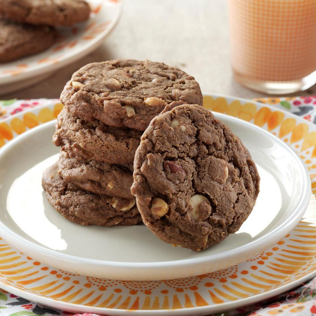 Cookies with Chocolate.