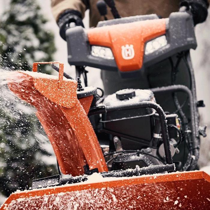 Снегоуборочная машина для дачи бензиновая самоходная
