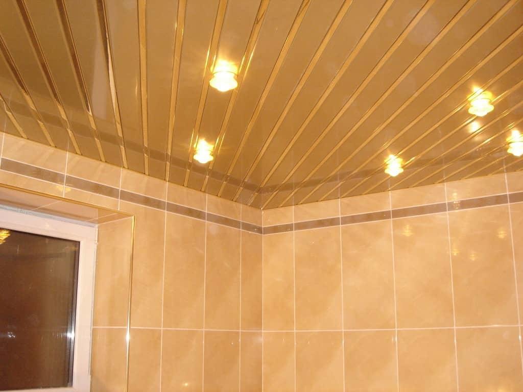 Aluminum ceiling in the bathroom