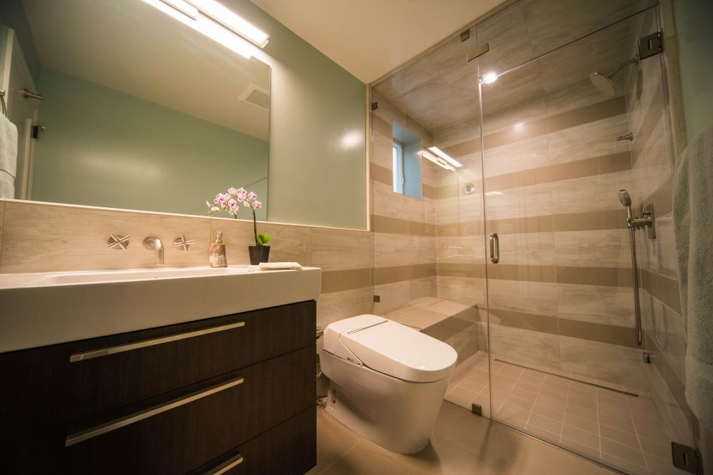 Бежевый и другие цвета в интерьере ванной комнаты