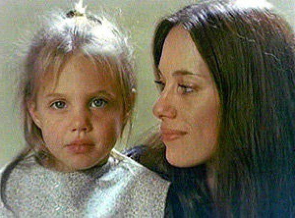 Анджелина джоли фото в детстве