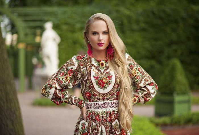 Сексуальные девушки в славянской одежде
