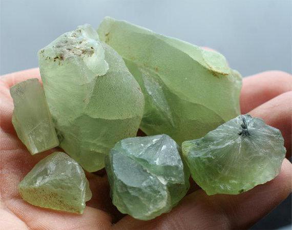 Камень пренит: описание магических свойств