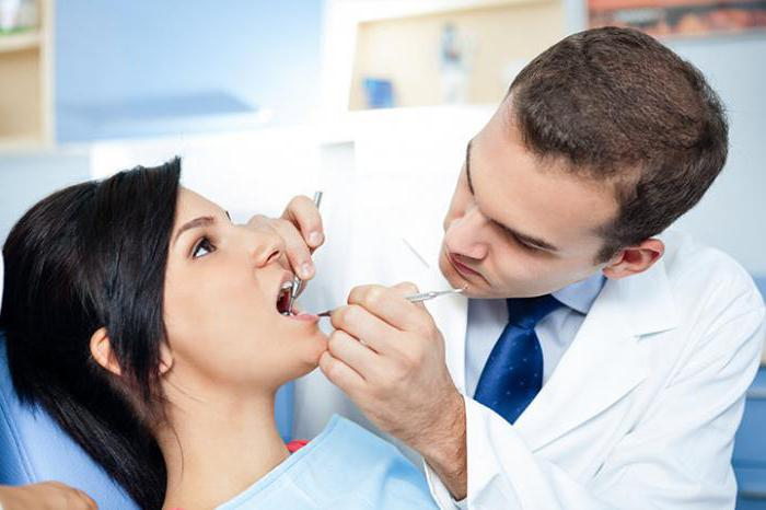 надо ли удалять корни разрушенных зубов