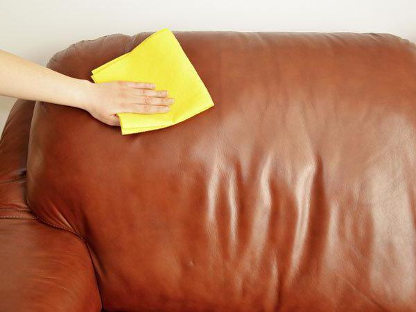 Чистка кожаных диванов