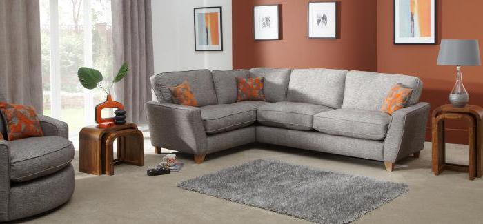 Домашняя чистка диванов