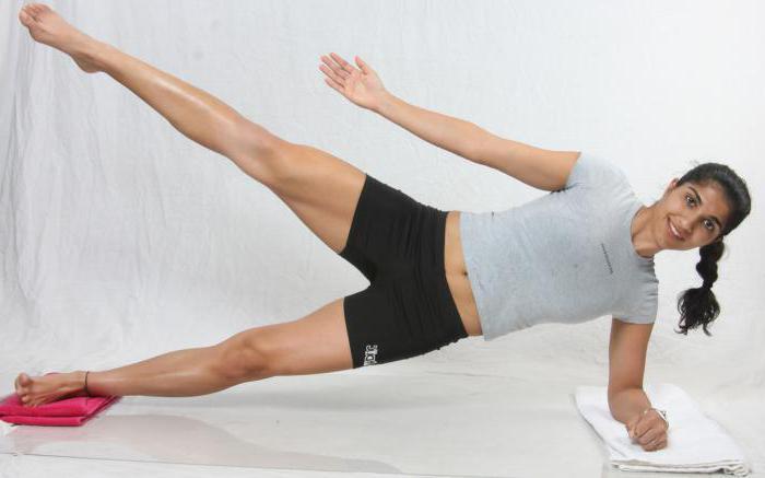 Упражнения с одной гантелей дома для девушек