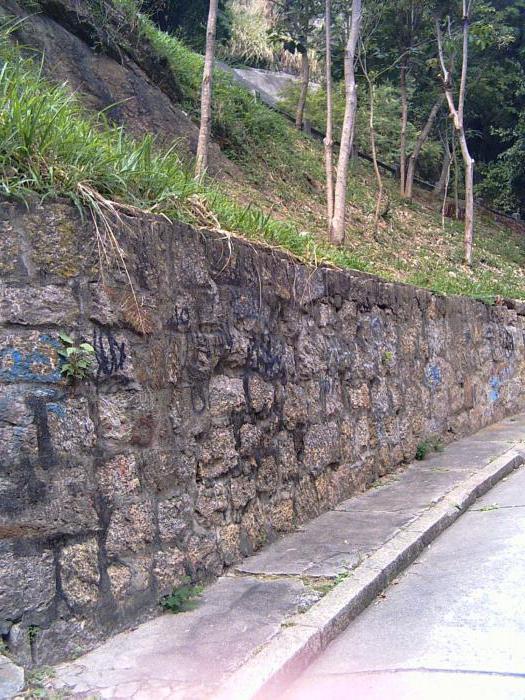 Подпорная стенка высотой 10 м в карьере