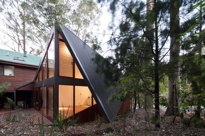 дом с двускатной крышей до земли