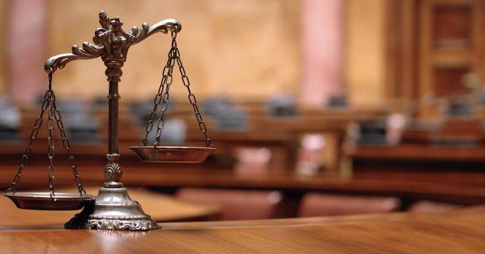 Разница между юристом и адвокатом
