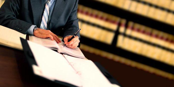 в чем разница между адвокатом и юристом
