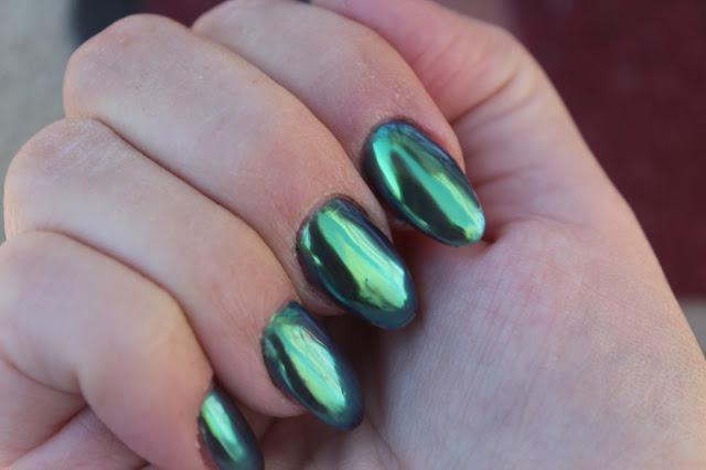 изумрудный маникюр на короткие ногти