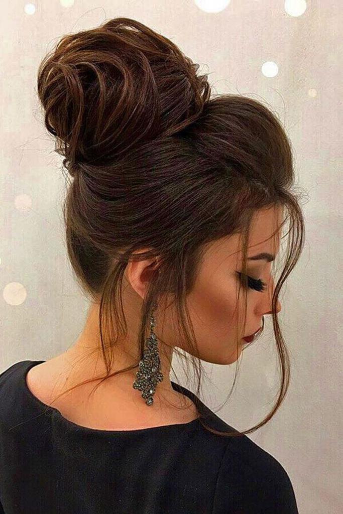 высокий пучок из волос