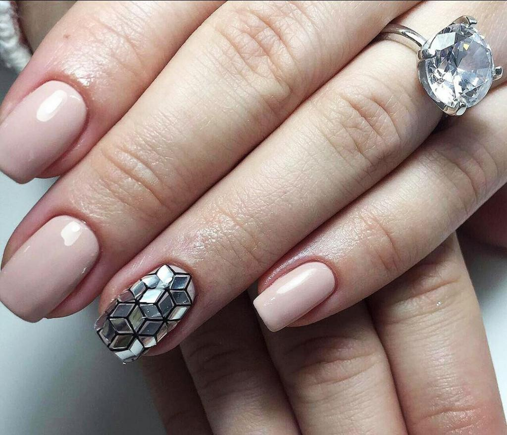 the use of foil in manicure