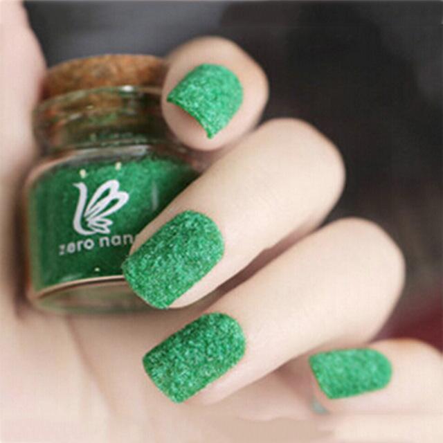 trendy christmas manicure