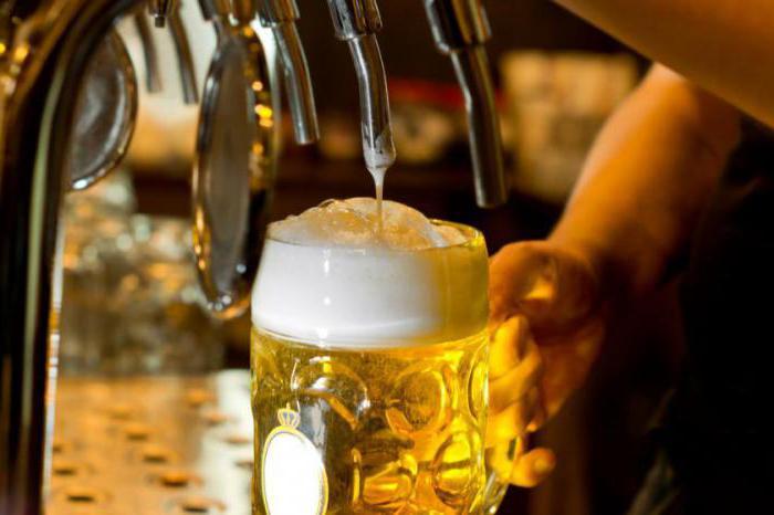 женщины пьют пиво