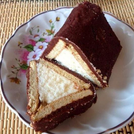 Торт домик с творогом бананом и печеньем без выпечки