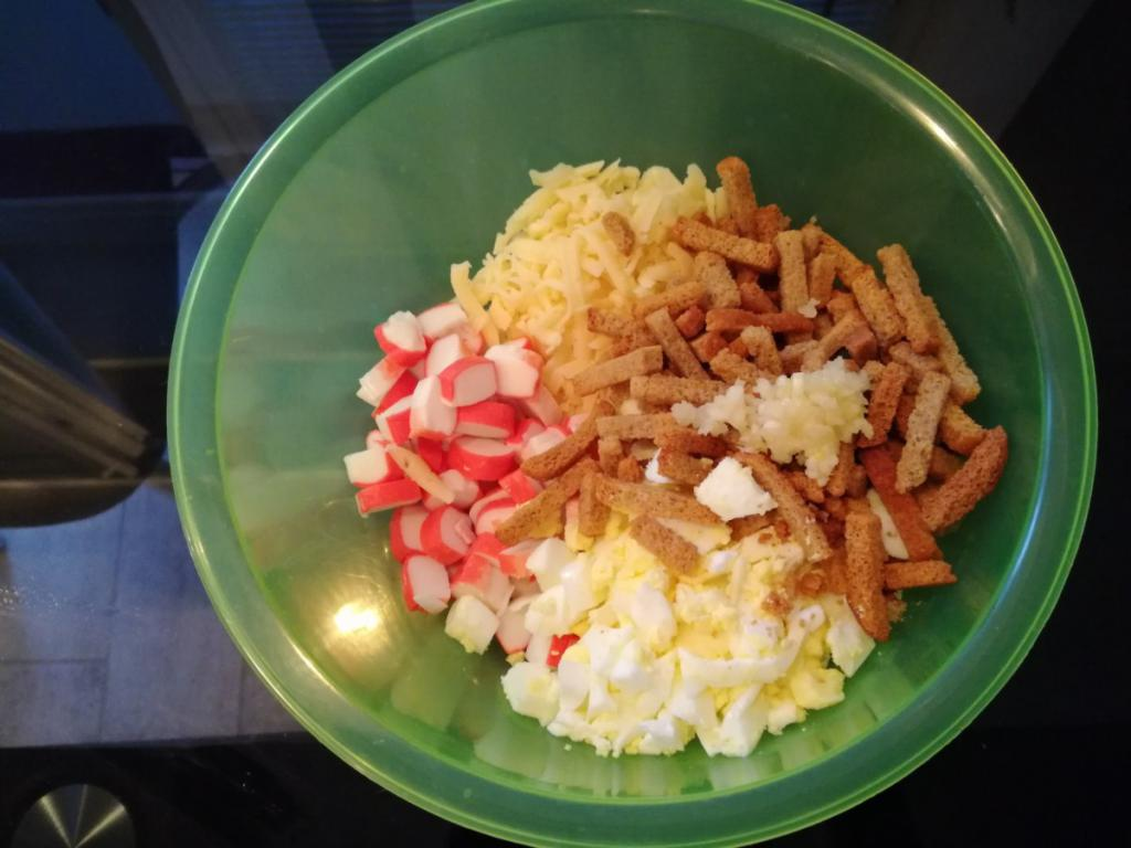 salad with crackers